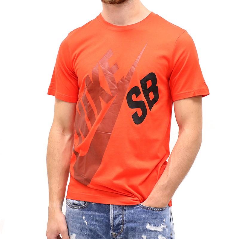 tee shirt logo tee rouge gar on nike t shirts. Black Bedroom Furniture Sets. Home Design Ideas